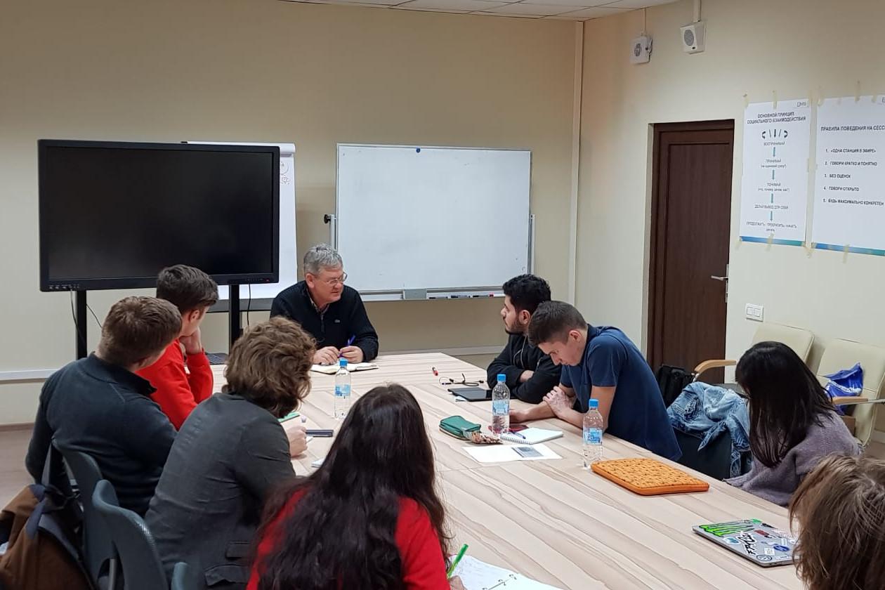 Президент компании First Line Software Николай Пунтиков провел семинар для магистрантов ИППТ СПбПУ